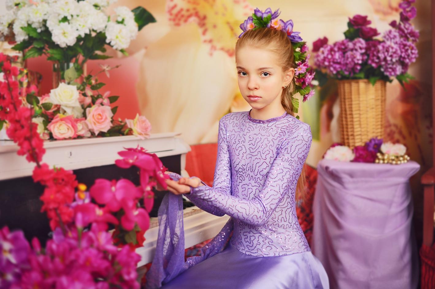 Фото девушек в студии с цветами