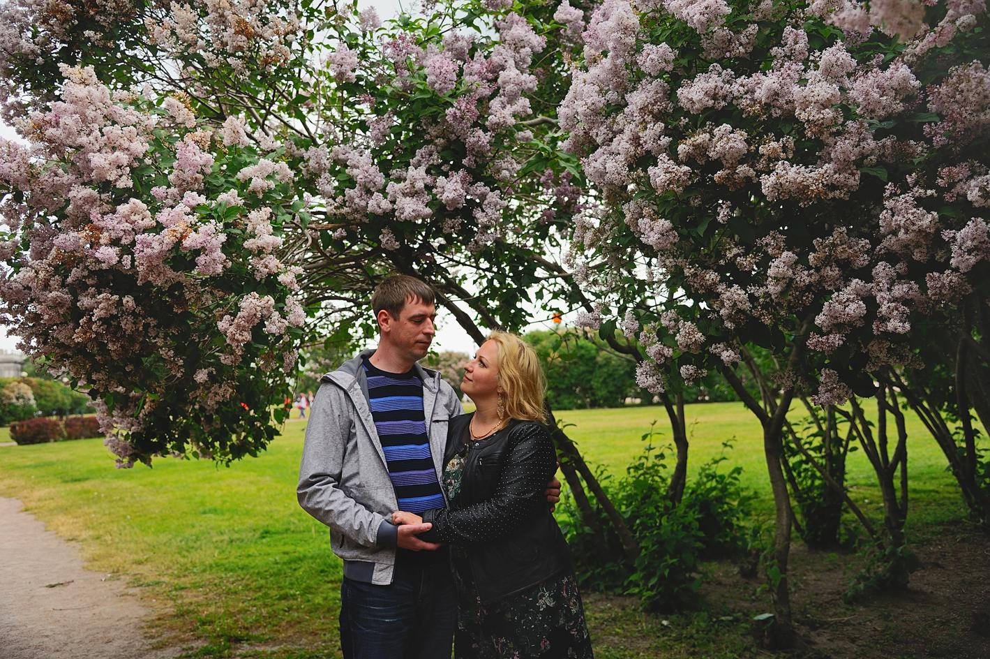 Выездная фотосессия в цветущем саду: http://steklo-foto.ru/rent/912