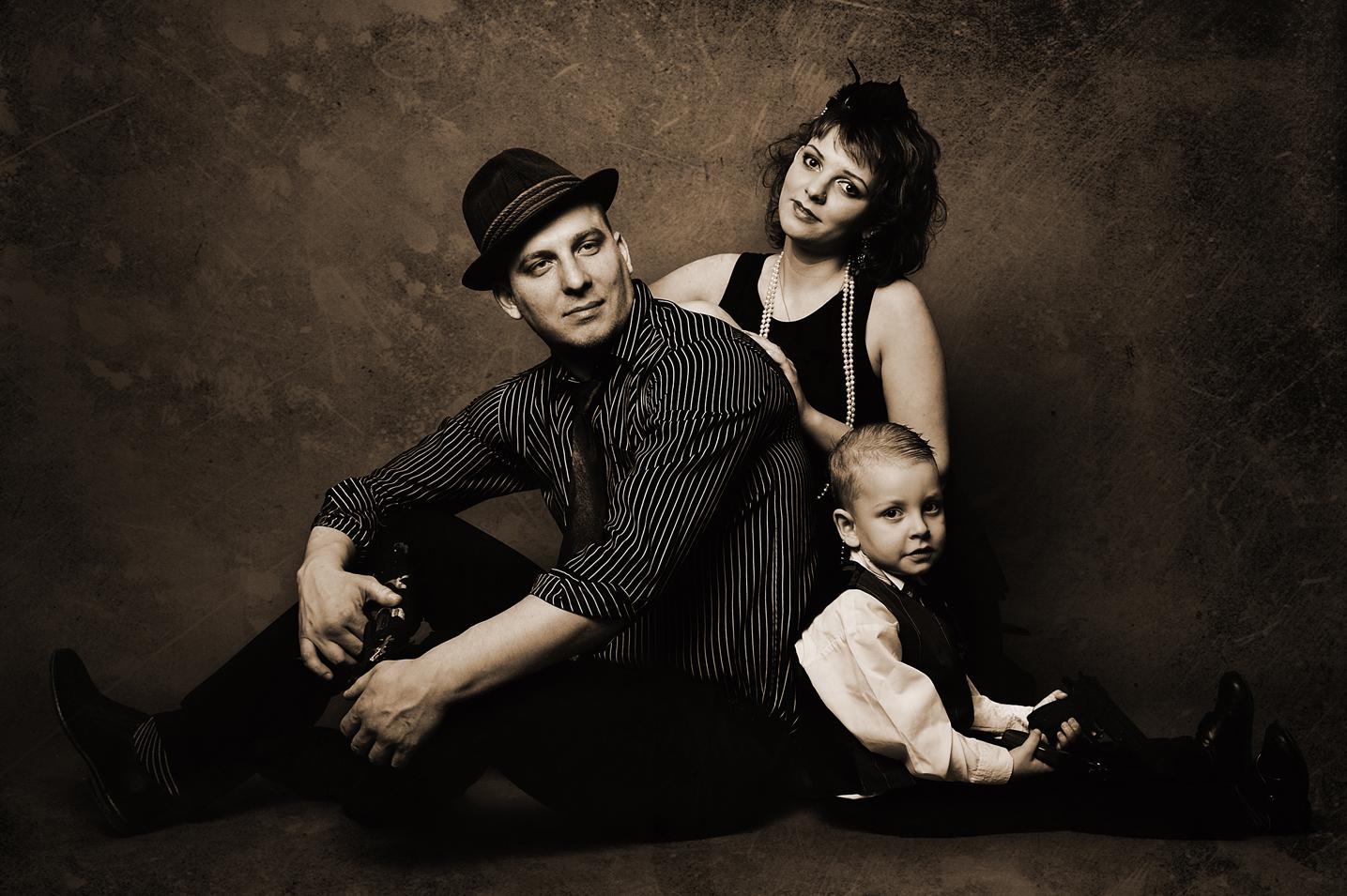 Image result for семейное фото в гангстерском стиле