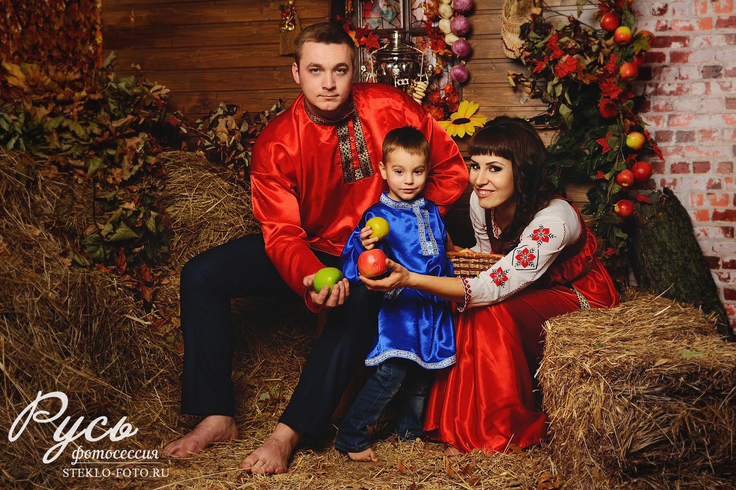 семейная фотосессия в русском стиле